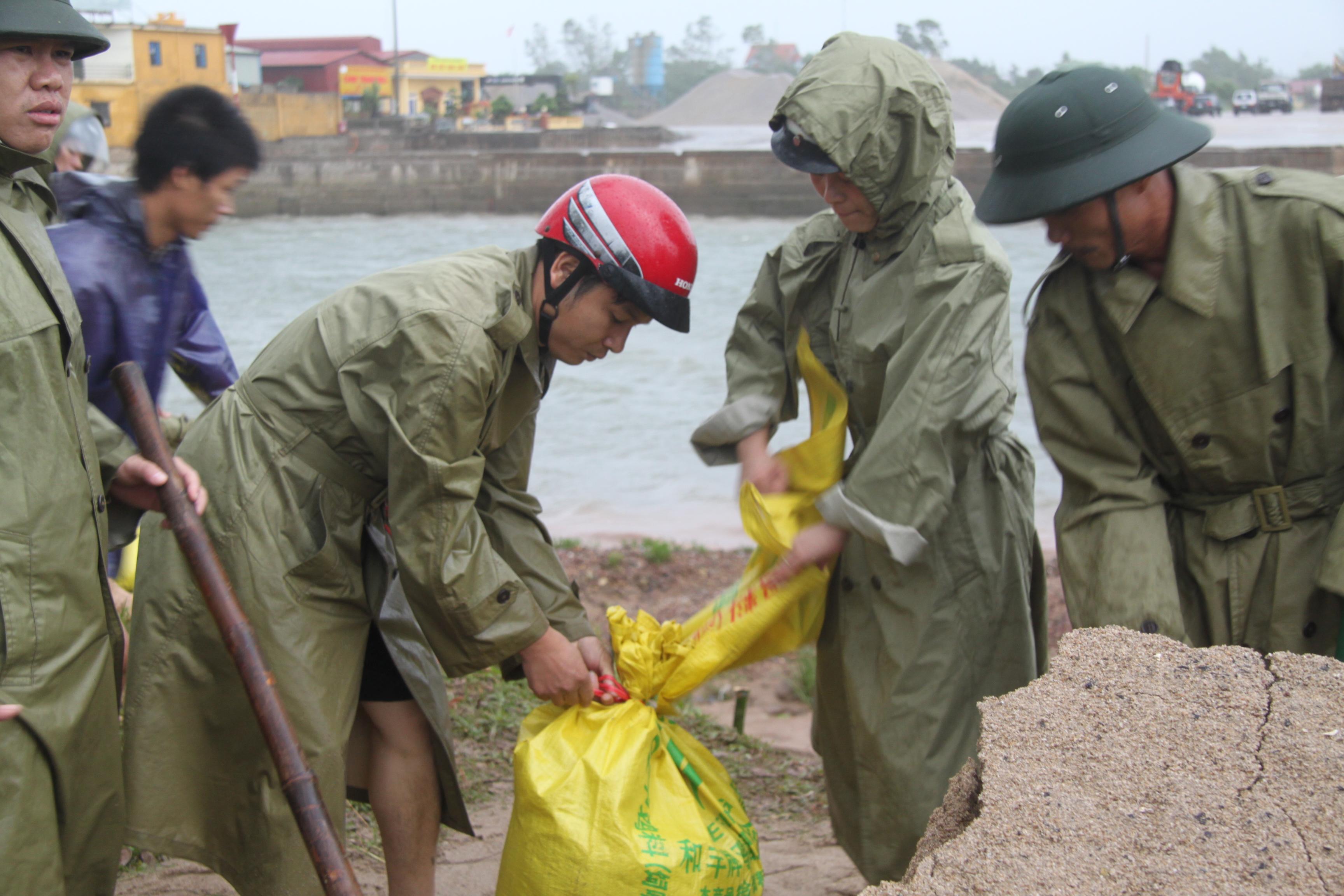 Cận cảnh bão số 5 đổ bộ vào Quảng Ninh 5