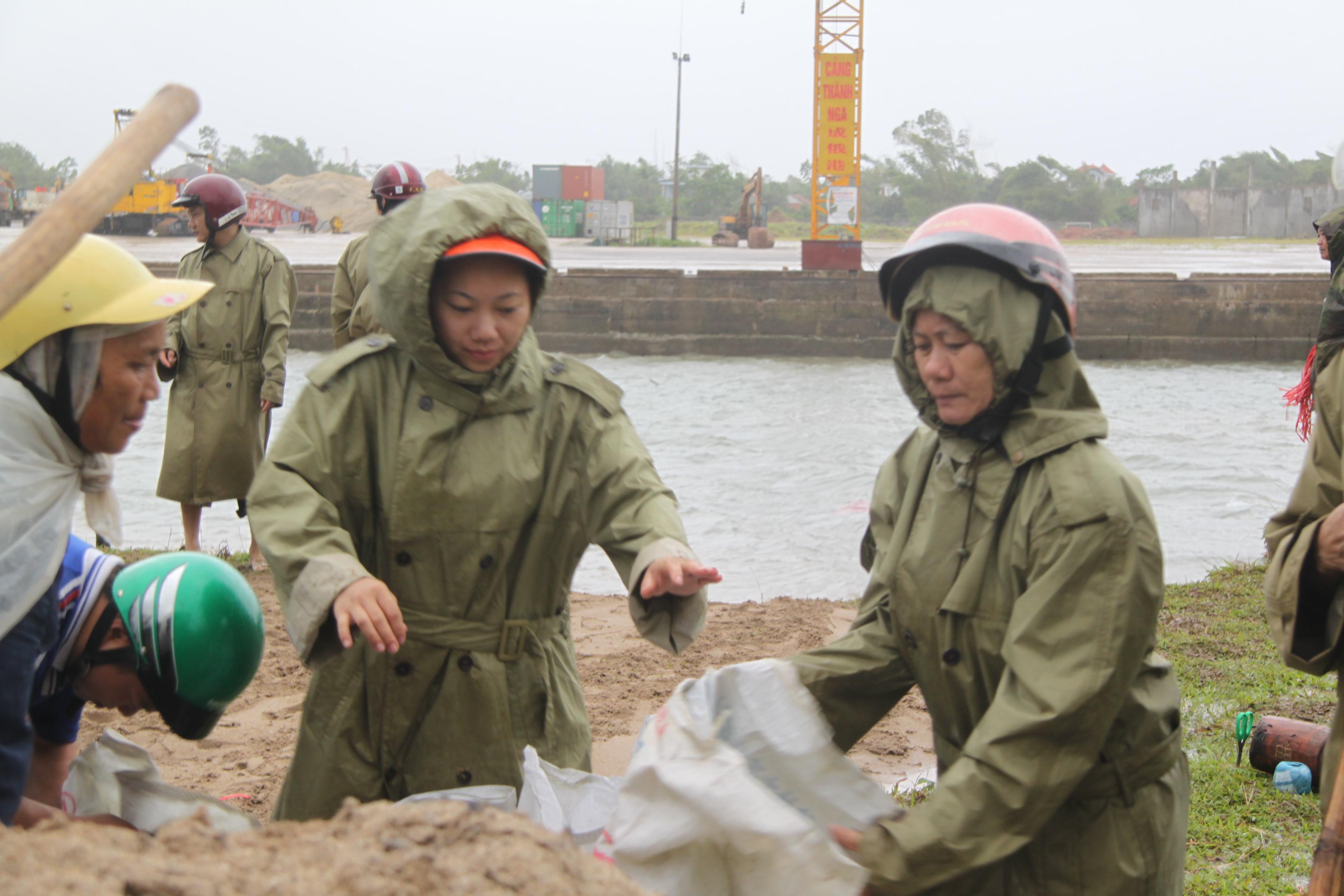 Cận cảnh bão số 5 đổ bộ vào Quảng Ninh 6