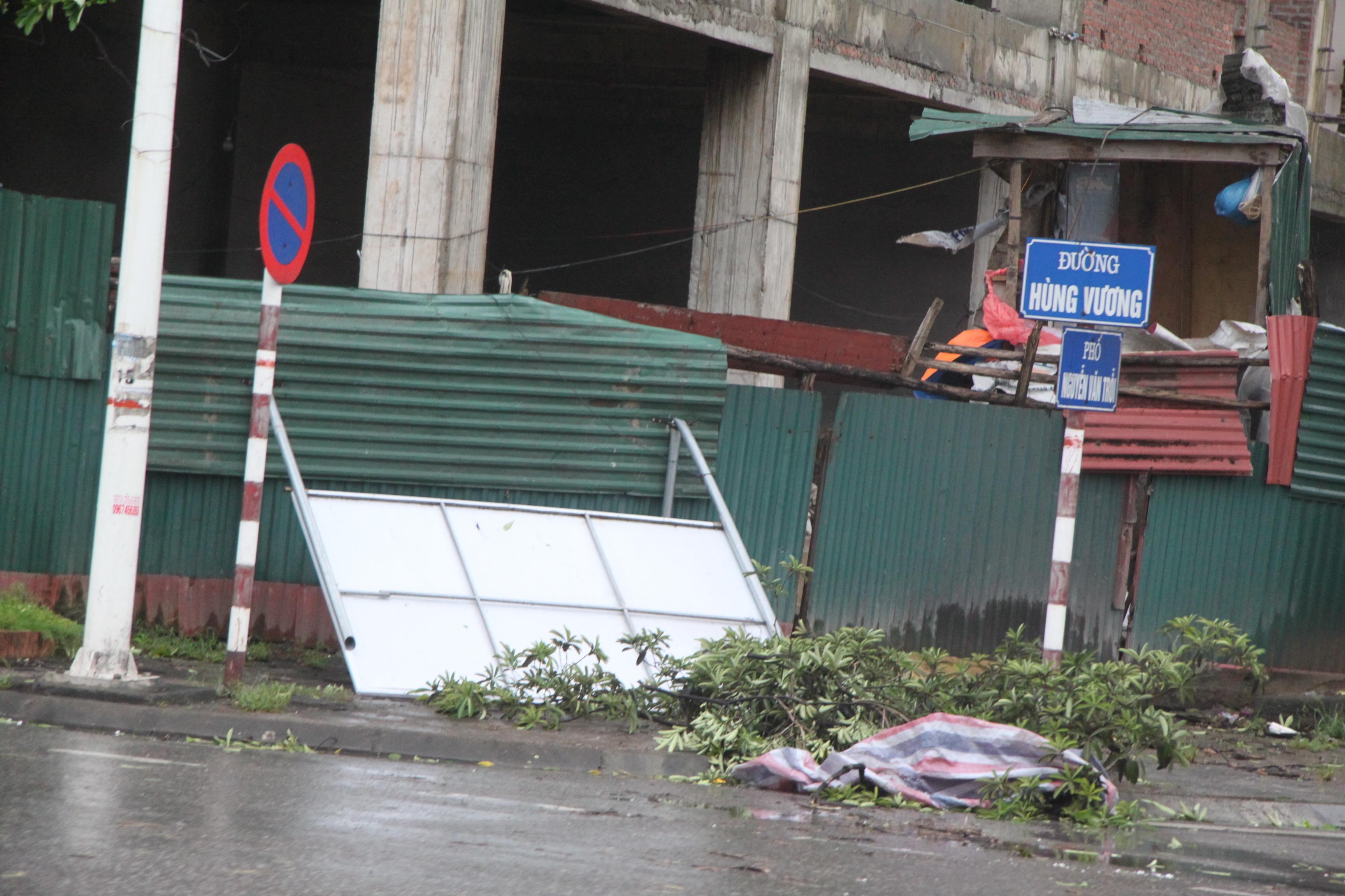 Cận cảnh bão số 5 đổ bộ vào Quảng Ninh 7