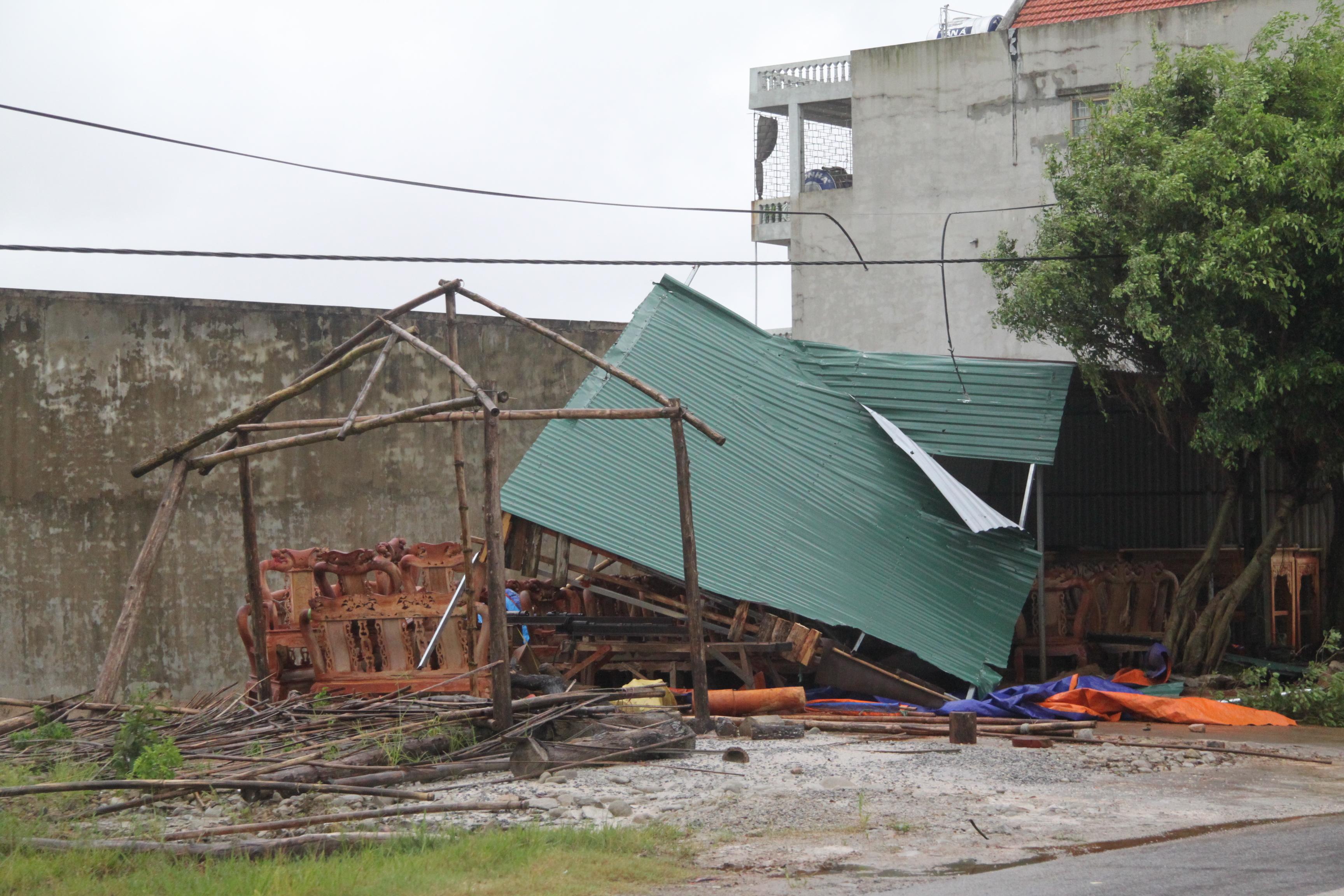 Cận cảnh bão số 5 đổ bộ vào Quảng Ninh 9