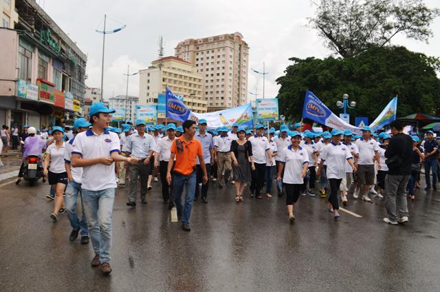 Quảng Ninh: Hơn 2.000 người đi bộ hưởng ứng ngày tim mạch thế giới 3
