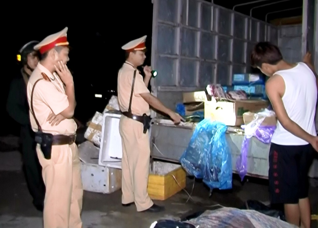 Quảng Ninh: Bắt vụ vận chuyển số lượng lớn chân gà, thị bò đông lạnh không rõ nguồn gốc 1