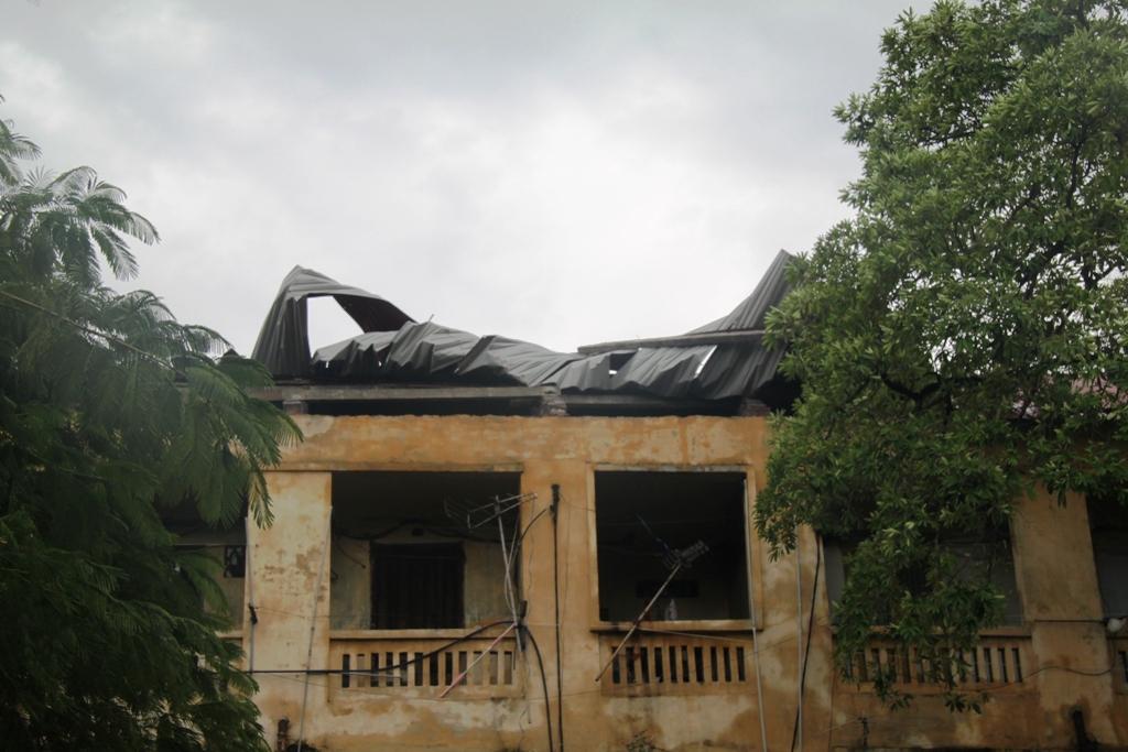 Quảng Ninh: Bão số 5 đánh vỡ kè đường bao biển Hạ Long 8