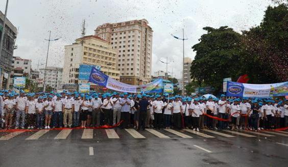 Quảng Ninh: Hơn 2.000 người đi bộ hưởng ứng ngày tim mạch thế giới 2
