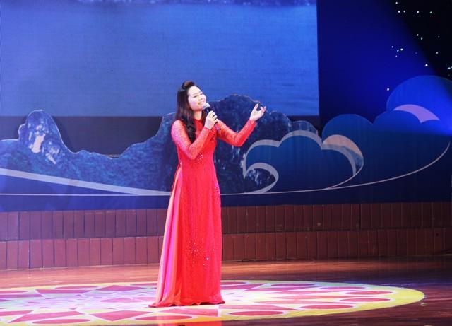 NSND Quang Thọ tỏa sáng trong đêm nhạc tại Hạ Long 11
