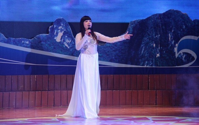 NSND Quang Thọ tỏa sáng trong đêm nhạc tại Hạ Long 13