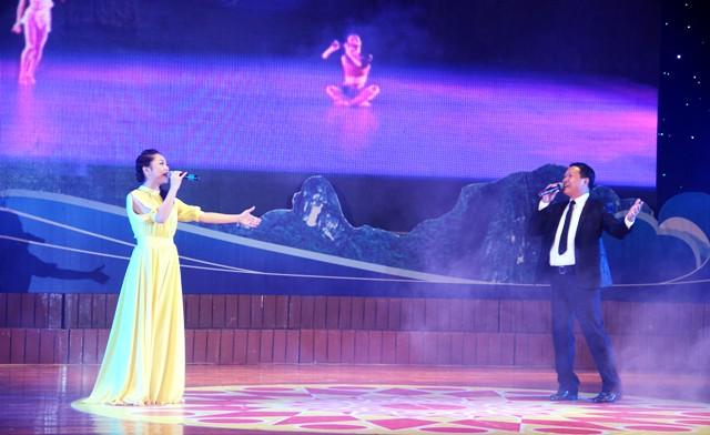 NSND Quang Thọ tỏa sáng trong đêm nhạc tại Hạ Long 14