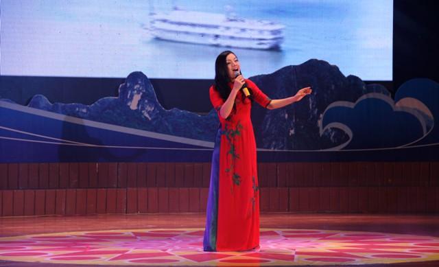 NSND Quang Thọ tỏa sáng trong đêm nhạc tại Hạ Long 16