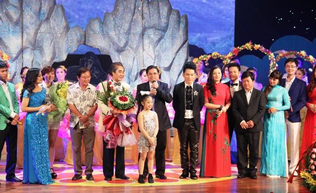 NSND Quang Thọ tỏa sáng trong đêm nhạc tại Hạ Long 21