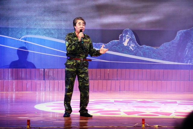 NSND Quang Thọ tỏa sáng trong đêm nhạc tại Hạ Long 3