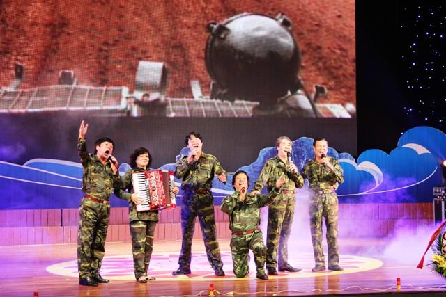 NSND Quang Thọ tỏa sáng trong đêm nhạc tại Hạ Long 4