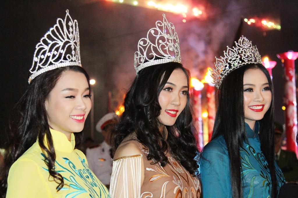 Dàn hoa hậu, người đẹp tỏa sáng ở Hạ Long 9