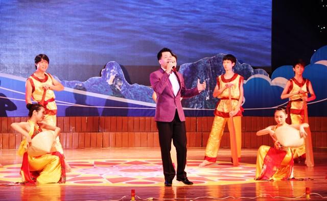 NSND Quang Thọ tỏa sáng trong đêm nhạc tại Hạ Long 6