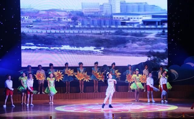 NSND Quang Thọ tỏa sáng trong đêm nhạc tại Hạ Long 7