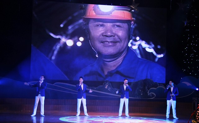 NSND Quang Thọ tỏa sáng trong đêm nhạc tại Hạ Long 8