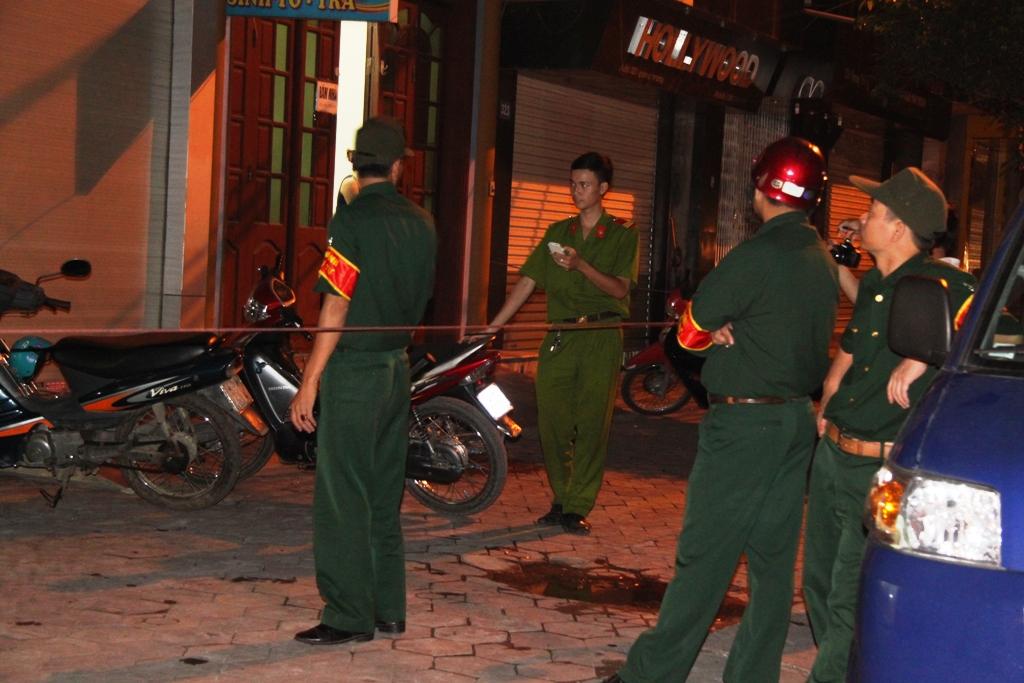 Quảng Ninh: Cận cảnh vụ người đàn ông đổ xăng tự thiêu tại tiệm vàng 8
