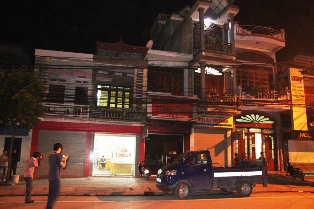 Quảng Ninh: Cận cảnh vụ người đàn ông đổ xăng tự thiêu tại tiệm vàng 1