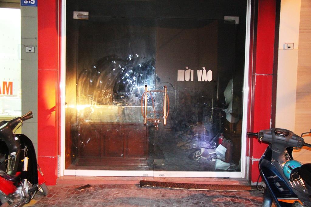 Quảng Ninh: Cận cảnh vụ người đàn ông đổ xăng tự thiêu tại tiệm vàng 5