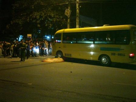 Quảng Ninh: Xe máy đấu đầu ô tô, 2 thanh niên thiệt mạng 1