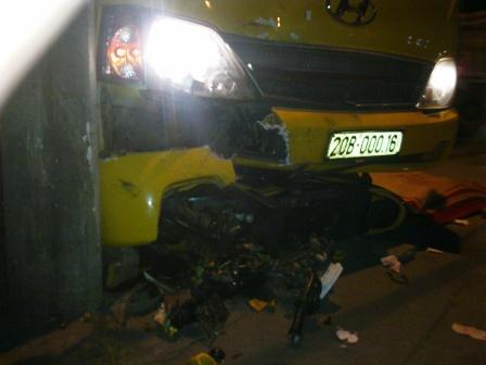 Quảng Ninh: Xe máy đấu đầu ô tô, 2 thanh niên thiệt mạng 2