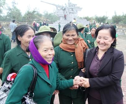 Xúc động ngày về thăm Đại đội nữ pháo binh Ngư Thủy 19
