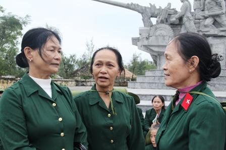Xúc động ngày về thăm Đại đội nữ pháo binh Ngư Thủy 7