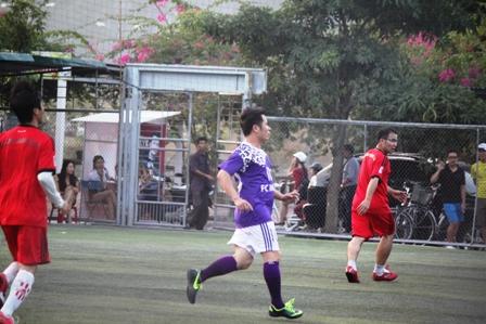 """Bằng Kiều """"tung hoành"""" trên sân cỏ ở Quảng Ninh 3"""