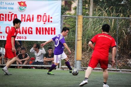 """Bằng Kiều """"tung hoành"""" trên sân cỏ ở Quảng Ninh 12"""