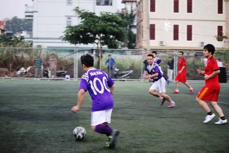 """Bằng Kiều """"tung hoành"""" trên sân cỏ ở Quảng Ninh 11"""