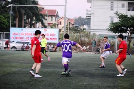 """Bằng Kiều """"tung hoành"""" trên sân cỏ ở Quảng Ninh 10"""