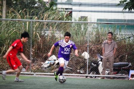 """Bằng Kiều """"tung hoành"""" trên sân cỏ ở Quảng Ninh 6"""