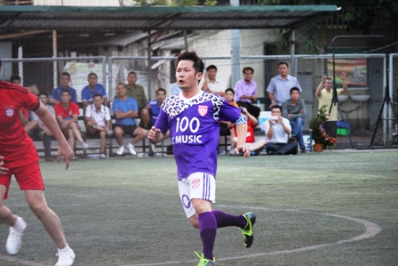 """Bằng Kiều """"tung hoành"""" trên sân cỏ ở Quảng Ninh 5"""