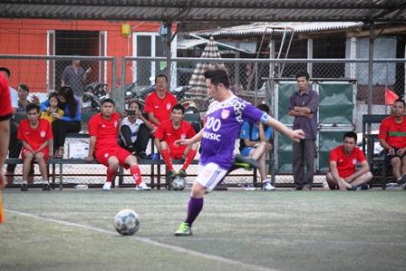 """Bằng Kiều """"tung hoành"""" trên sân cỏ ở Quảng Ninh 13"""