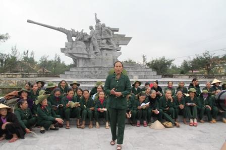 Xúc động ngày về thăm Đại đội nữ pháo binh Ngư Thủy 12