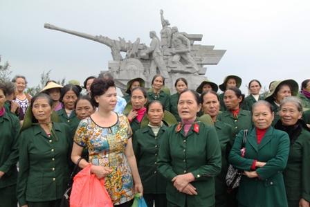 Xúc động ngày về thăm Đại đội nữ pháo binh Ngư Thủy 6