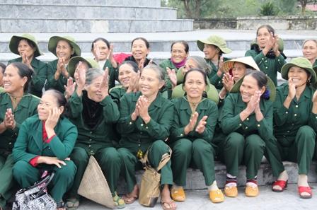 Xúc động ngày về thăm Đại đội nữ pháo binh Ngư Thủy 5