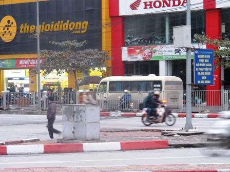 Giao thông hỗn loạn tại nút giao thông trung tâm Tp Hạ Long do mất điện 8