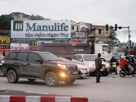 Giao thông hỗn loạn tại nút giao thông trung tâm Tp Hạ Long do mất điện 5
