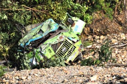 Quảng Ninh: Xe tải rơi từ độ cao 30m, 1 người chết, 1 người bị thương 1