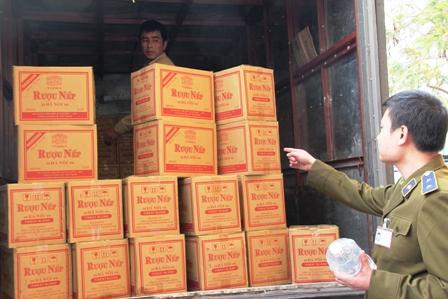 Quảng Ninh: Thu giữ hơn 4.000 can rượu nếp 29 Hà Nội 1