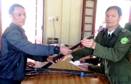 Quảng Ninh: Một cá nhân tự giác giao nộp 3 khẩu súng 1