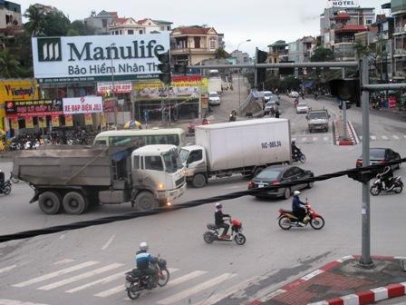 Giao thông hỗn loạn tại nút giao thông trung tâm Tp Hạ Long do mất điện 1