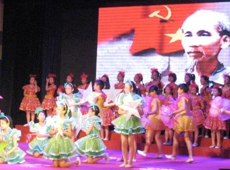 Hà Nội: Gần 3.000 thiếu nhi học bơi miễn phí  1