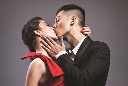 """Đức Tuấn """"giải mã"""" nụ hôn với Khánh Thi  1"""