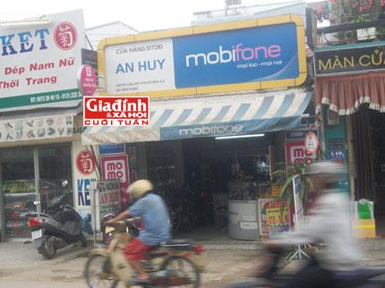 Ly kỳ chuyện nữ chủ tiệm điện thoại bắt được tên cướp có súng nhờ học theo phim hành động 2