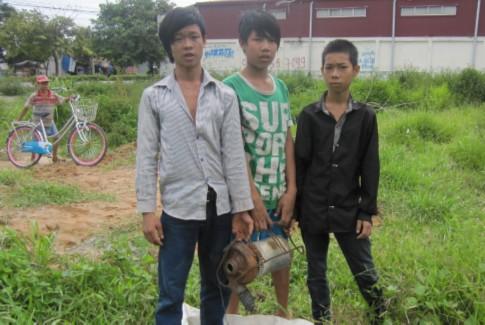 Bắt 3 tên trộm thập thò trong lùm cây 1