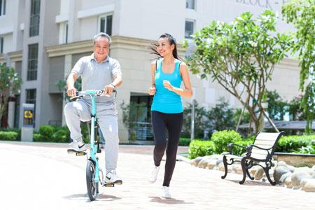 Thu nhập khủng, siêu mẫu Thanh Hằng vẫn thích đi xe máy 5