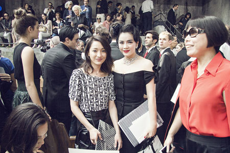 Lý Nhã Kỳ lấn át diễn viên Châu Tấn ở show thời trang Chanel 6