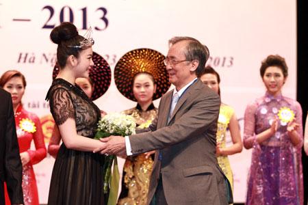 Lý Nhã Kỳ được lựa chọn làm Đại sứ Nữ hoàng trang sức 2