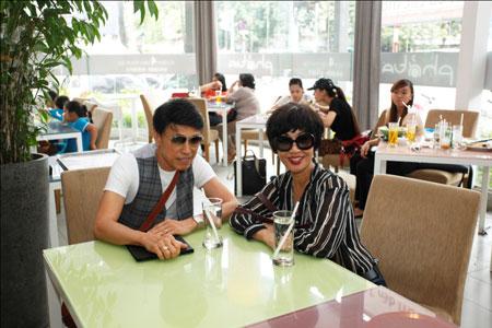 Ca sĩ hải ngoại Tuấn Ngọc lộ vẻ già nua bên em gái Khánh Hà 2